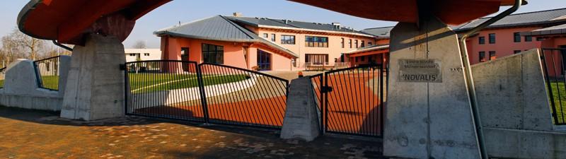 esterno scuola da cancello